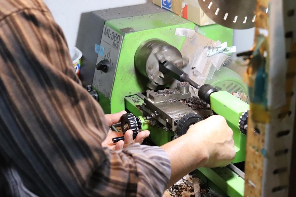 糸巻き削り作業