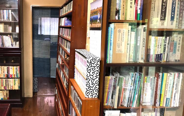 純邦楽CDショップHOW 試聴コーナーの様子 CD、DVD、書籍、楽譜などがたくさん!