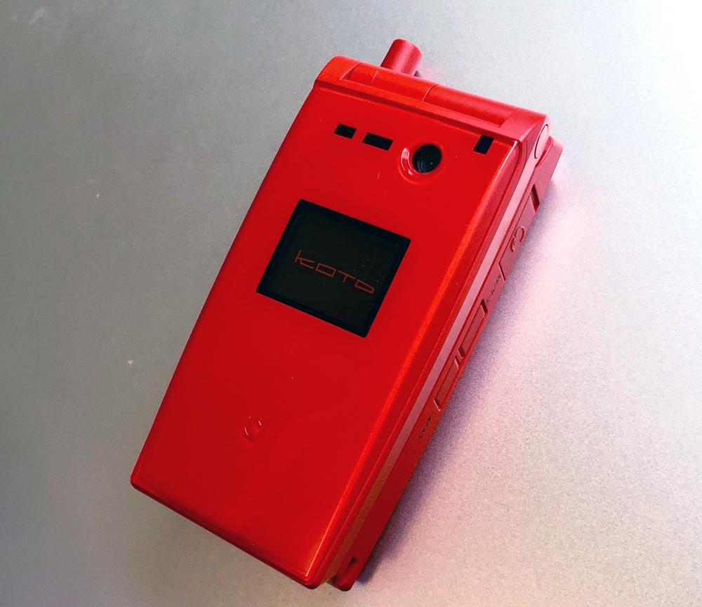 箏イメージの携帯電話 KOTO V303T(外側)