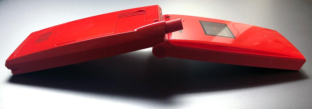 箏イメージの携帯電話 KOTO V303T(開いたところ)