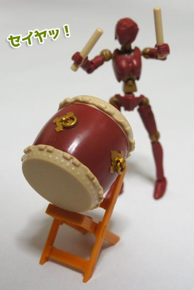 「カプセル素体 素ボディ&和太鼓」太鼓を叩いてみる